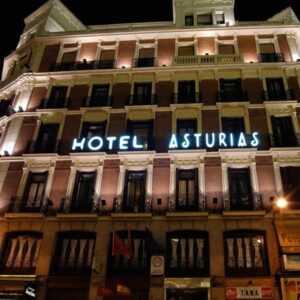 Sur la droite le C.M. de Aurbnb Espagne