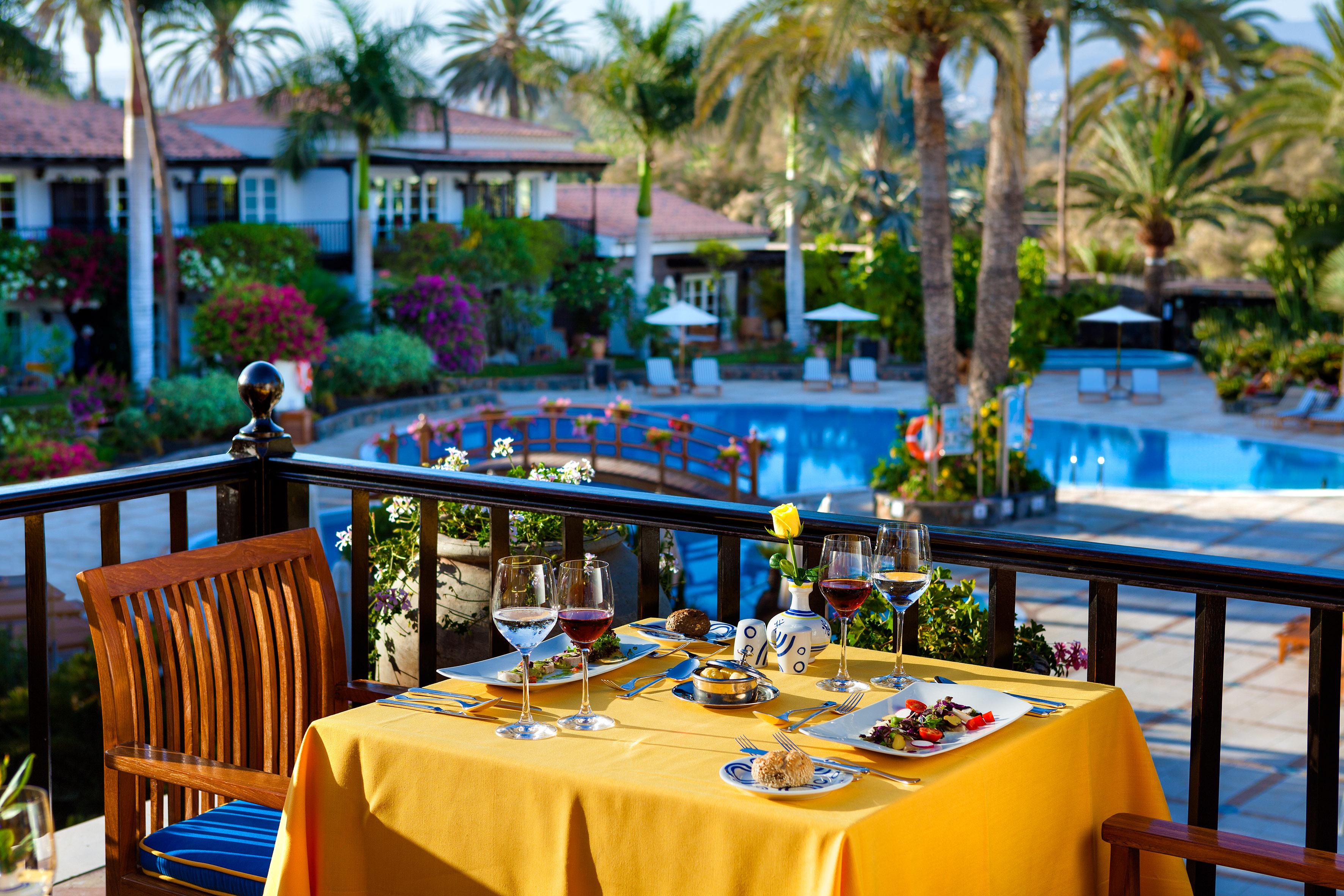 HR 69 Restaurant-Terrace
